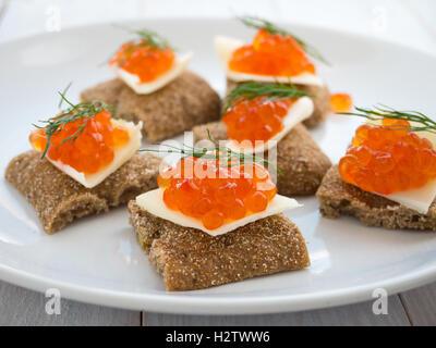 Lachsrogen Sandwiches mit einem dill - Stockfoto