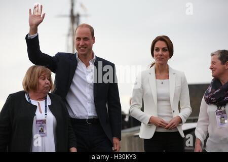 Der Herzog und die Herzogin von Cambridge besuchen Kelty Mental Health Resources Centre am Breakwater Cafe und Bistro in Victoria während der Royal Tour of Canada.