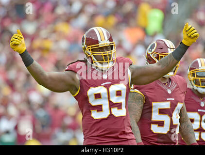 Landover, Maryland, USA. 2. Oktober 2016. Washington Redskins defensives Ende Ricky Jean Francois (99) versuchen, - Stockfoto