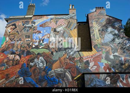 Schlacht der Kabel St. Wandgemälde von Kabel St. in East London, UK, zum 80. Jahrestag des Ereignisses am 4. Oktober - Stockfoto
