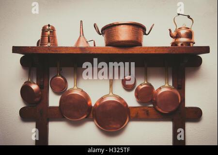Pfannen Aufhängen kupfer pfannen an eine wand hängen stockfoto bild 57617966 alamy