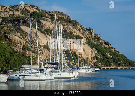 Segelboote in Poltu Quatu Resort Marina, Sardinien - Stockfoto