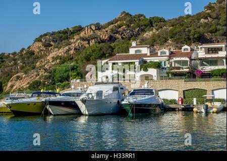 Poltu Quatu Resort Dorf und Yacht Marina, Sardinien - Stockfoto