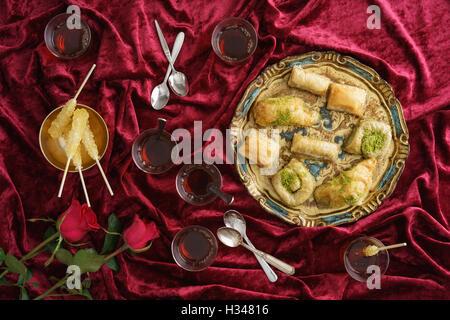 Baklava und türkischen Tee - Stockfoto