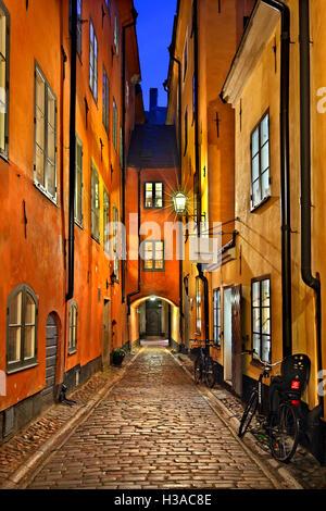 Wandern in den malerischen Gassen von Gamla Stan, die Altstadt von Stockholm, Schweden. - Stockfoto