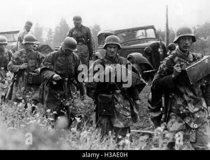 Deutsche Infanteristen marschieren an der Ostfront, 1941 - Stockfoto