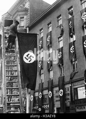 Straße mit Hakenkreuzfahnen in Berlin, 1938 - Stockfoto