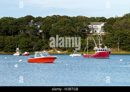 Freude Fischerboote vertäut im Hafen - Stockfoto