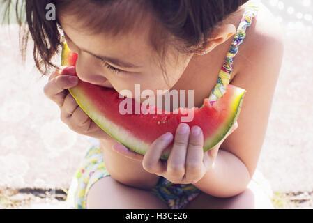 Mädchen, Essen, Wassermelone, close-up - Stockfoto