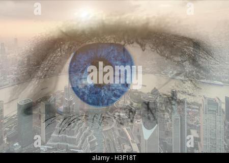 Doppelbelichtung Bild des menschlichen Auges mit Zentrum Geschäftsviertel Shanghai Stadt. Zukünftige Geschäftsidee. - Stockfoto