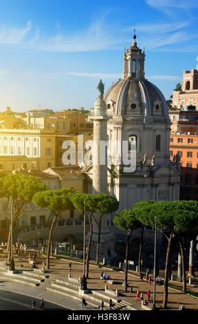 Forum des Trajan mit Basilika und Statue in Rom, Italien - Stockfoto