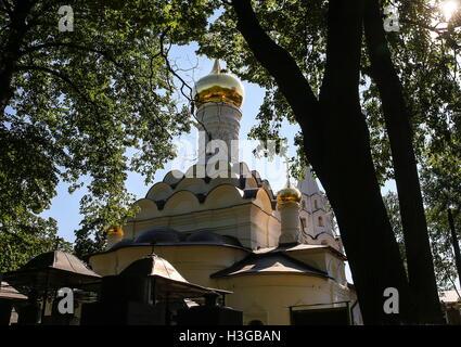 moskau russland 3 oktober 2016 ein blick auf die gro e kathedrale auf das donskoj kloster. Black Bedroom Furniture Sets. Home Design Ideas