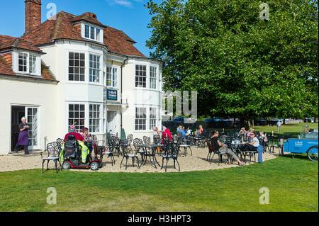 Das Bell Tower Café Salisbury North Walk - Stockfoto
