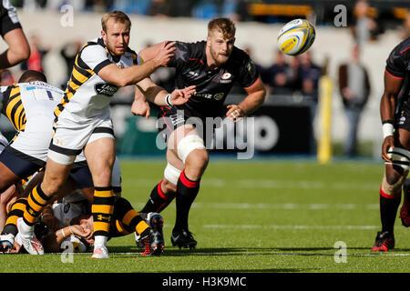 Barnet Copthall, London, UK. 9. Oktober 2016. Aviva Premiership Rugby. Sarazenen gegen Wespen. Dan Robson von Wespen - Stockfoto
