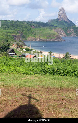 Santo Antonio Bay und Morro de Pico, Fernando De Noronha National Marine Sanctuary, Pernambuco, Brasilien - Stockfoto