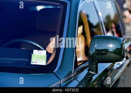 VTC-Lizenz auf einen Mietwagen in Paris Frankreich - Stockfoto
