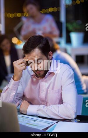 Geschäftsmann, arbeiten am laptop - Stockfoto