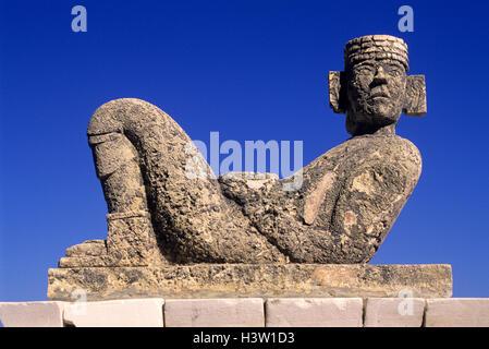 CHACMOOL MAYA-STATUE YUCATAN HALBINSEL QUINTANA ROO MEXIKO - Stockfoto