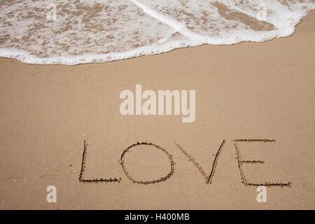 Handwritting auf dem Sand mit Seafoam und Welle - Stockfoto