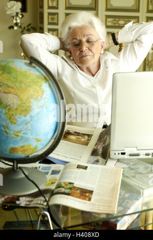 senior brille reisen brosch re laptop globus portr t. Black Bedroom Furniture Sets. Home Design Ideas