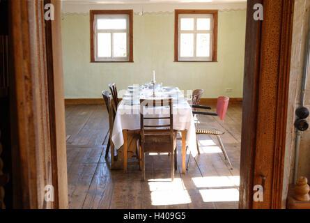 Frühstück; Esszimmer, Tisch, Bedeckt, Ansicht, Türrahmen, Wohnung, Alte,  Wohnraum,