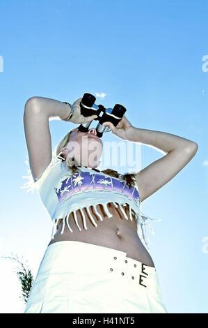 Frau, Fransen-Shirt, Blick Fernglas, Ansicht, Beobachtung, Sommer, außerhalb von Outlook, Interesse, Neugierde, - Stockfoto