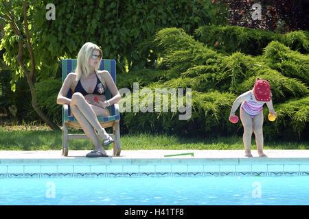 M dchen bikini pool wasserbad baden junge frau schwimmbad for Schwimmbad becken