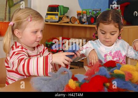 Kinder Beim Basteln Stockfoto Bild 278227472 Alamy