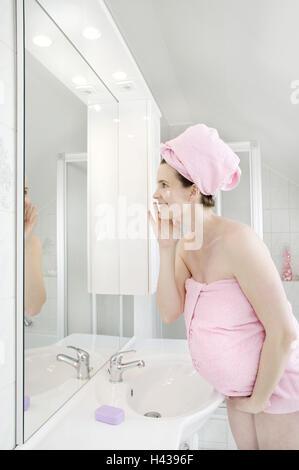 ... Modell Veröffentlicht,; Frau, Jung, Schwanger, Handtücher, Rosa, Bad,  Ständer, Creme Aussehen