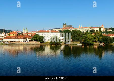 Prager Burg, St.-Veits-Dom, Schloss-Hügel Hradcny, Burgviertel, Vltava, Prag, Tschechische Republik - Stockfoto