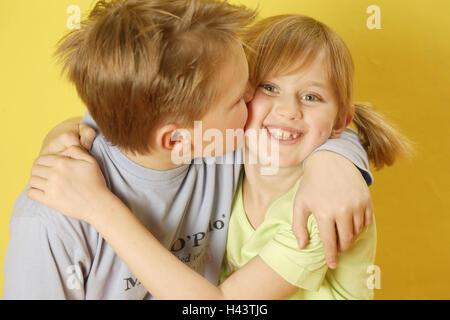 Junge, Mädchen, Porträt, Geschwister, Kuss, Wange