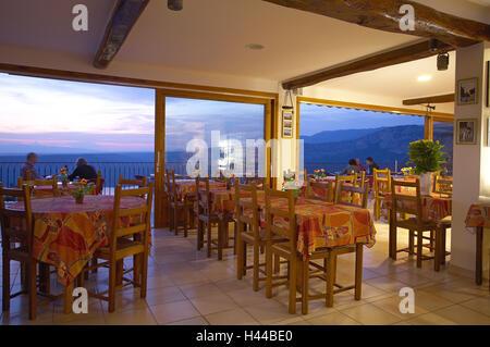 Frankreich, Provence, Verdon Schluchten, Restaurant, Tourist, kein Model-Release, Eigenschaft freigegeben, - Stockfoto