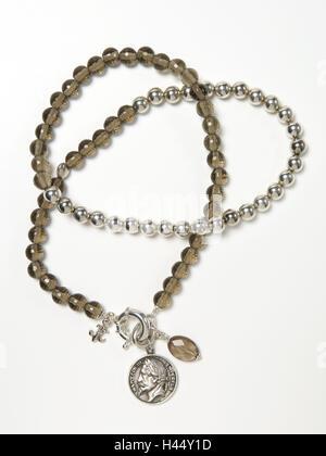 Halskette, Glasperlen, Anhänger, antike Münzen, - Stockfoto