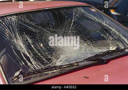 auto detail windschutzscheibe steinschlag unfall verkehr pkw verkehrsunfall autounfall. Black Bedroom Furniture Sets. Home Design Ideas
