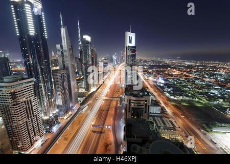 Zentrum von Dubai City, Panorama, Skyline, Abendstimmung am Persischen Golf, Verkehr, Metropole, Sheik Zayed Road, - Stockfoto