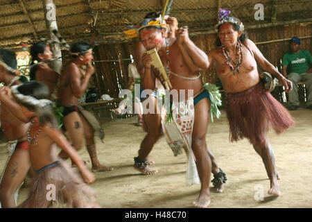 Brasilien, Rio Negro, Para, Caboclos Stamm, tanzen, Gruppe, Bewegung, kein Model-Release, Südamerika, Person, Stamm, - Stockfoto