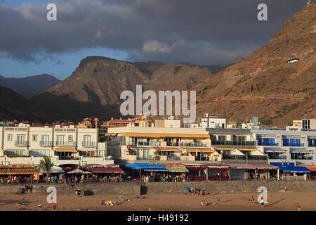 Kanarische Inseln, Gran Canaria, Puerto de Mogan, Strand, Hotels, Berge, - Stockfoto