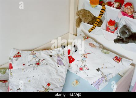 kinderbett stofftiere kinderzimmer detail kinderbett bett raster bars spielzeug baby. Black Bedroom Furniture Sets. Home Design Ideas