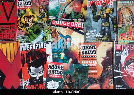 Haufen von Judge Dredd Megazine ausstellt. - Stockfoto