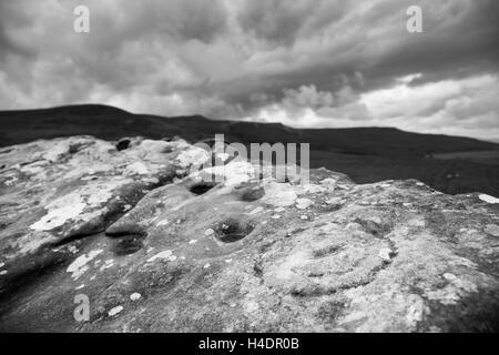 Alten prähistorischen Tasse und Ring Markierungen, Schnitzereien, Felsmalereien in Lordenshaws, Simonside oben Rothbury - Stockfoto