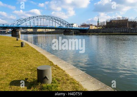 Stahlbrücke über Weichsel an sonnigen Tag, Krakau, Polen - Stockfoto