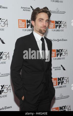 New York, NY, USA. 15. Oktober 2016. Robert Pattinson besucht die 54. New York Film Festival closing Night Screening - Stockfoto