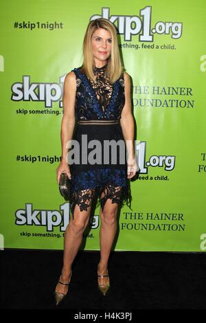 Lori Loughlin im Ankunftsbereich für Skip1 Night Event, Loews Hotel Hollywood, Los Angeles, CA 15. Oktober 2016. - Stockfoto