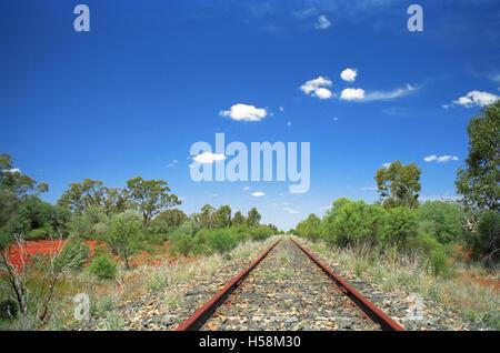 Die stillgelegte Bahnstrecke Bourke-Nyngan, New-South.Wales, Australien. - Stockfoto