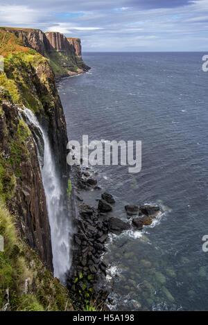 Mealt Wasserfall am Kilt Rock, eine 200-Fuß hohen Steilküste von Stonehenge auf der Isle Of Skye, Trotternish, Highlands, - Stockfoto
