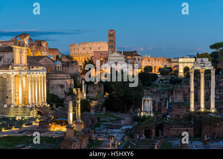 Nachtansicht der Roman Forum, Rom, Latium, Italien - Stockfoto