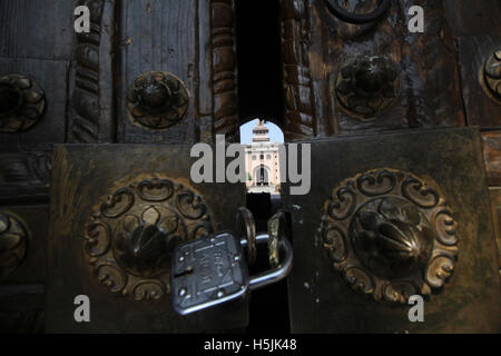 Srinagar, Indien. 20. Oktober 2016. Historische Jamia Masjid in alten Stadt Srinagar auf 105. Tag der Unruhen im - Stockfoto