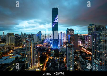 Skyline von Bangkok, Mahanakhon Wolkenkratzer Turm ist höchsten Gebäude in Thailand, Silom Gegend, Bangkok Thailand - Stockfoto