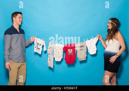 Glückliches Paar in schwanger - Stockfoto