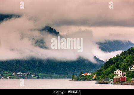 Der Hardangerfjord ist die vierte längste Fjord der Welt, und das zweite längste Fjord in Norwegen. - Stockfoto